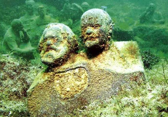 Мыс Тарханкут, подводный музей советской эпохи «Аллея вождей» (Крым)