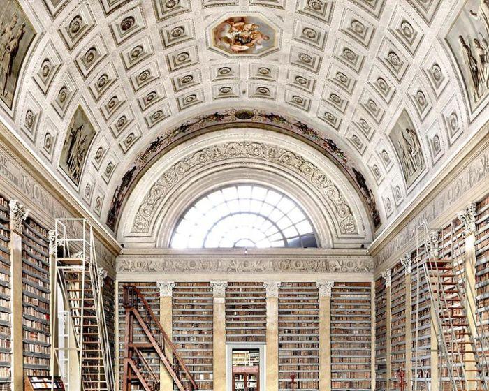 Культурное учреждение, расположенное в центре Пармы, было основано в 1761 г. Филиппом Бурбоном, герцогом Пармским.